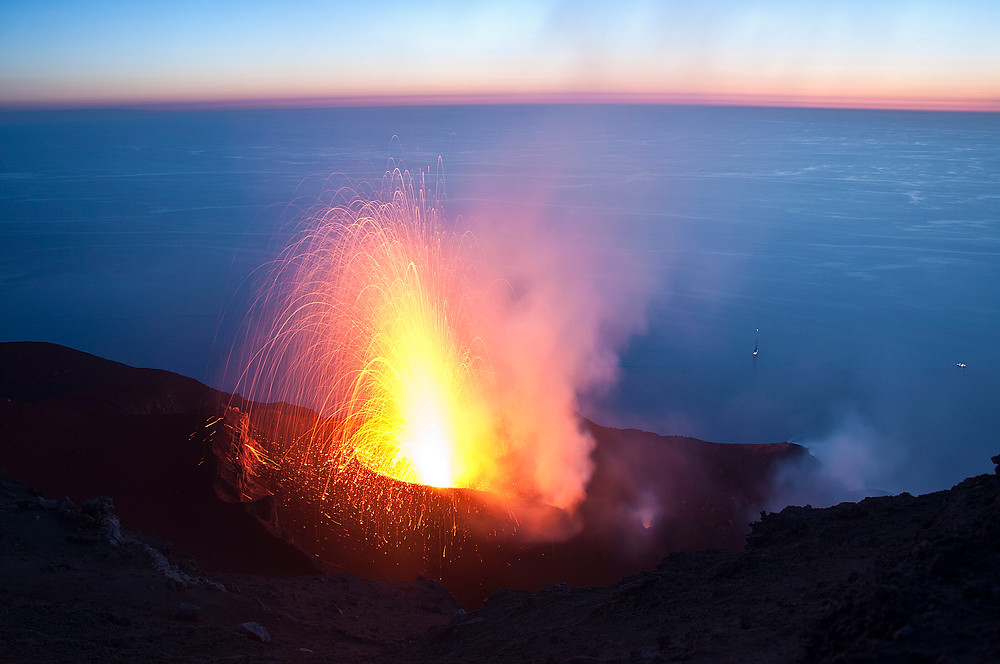 One of the strombolian explosions that have occurred at Stromboli about every 10 minutes for at least 2000 years. Credit: © UNIGE, Luca Caricchi
