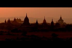Dusk_reflections_of_myanmar.jpg