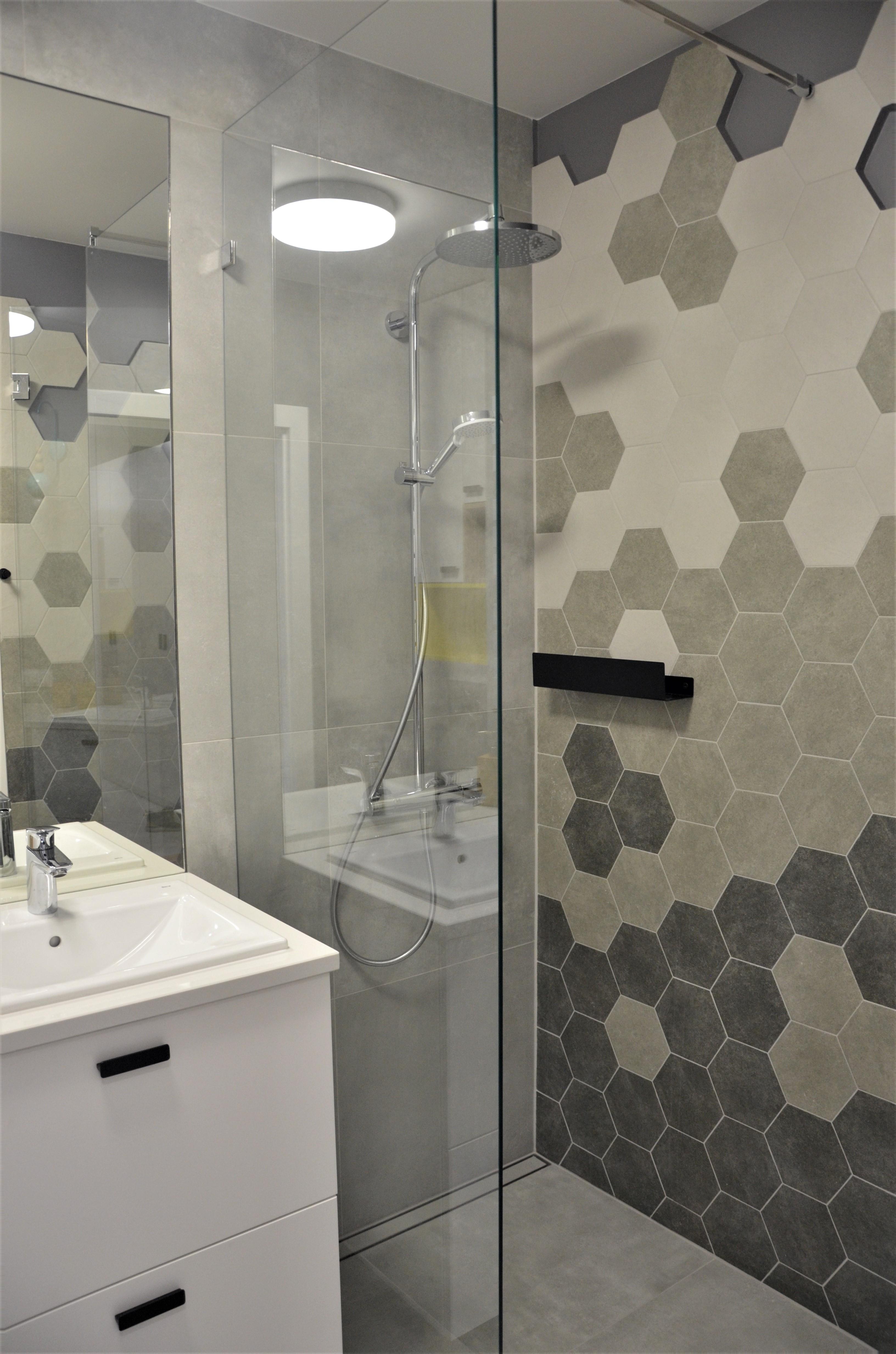 Zdjęcie 2 łazienki z kaflami