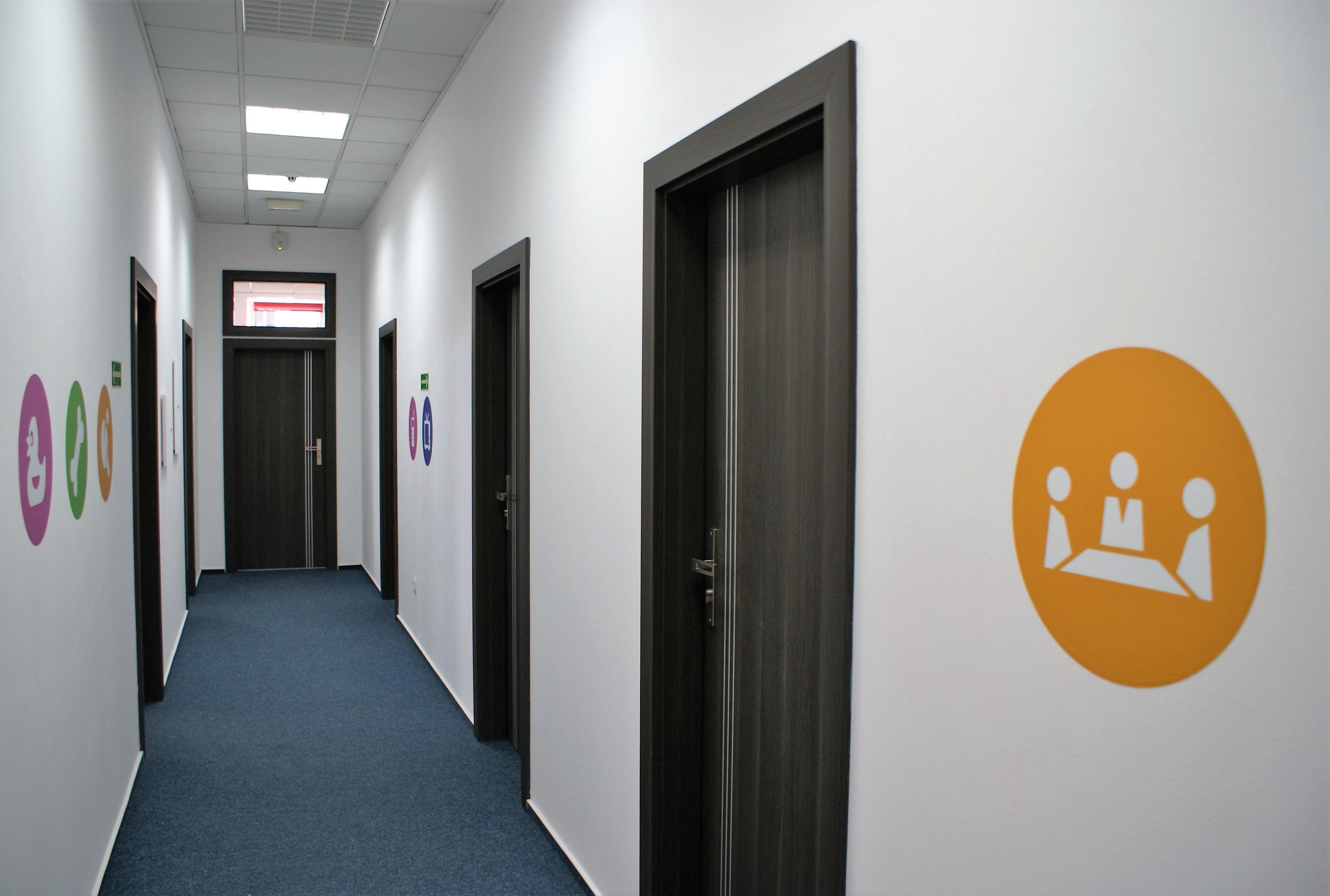 Projekt korytarza firmowego
