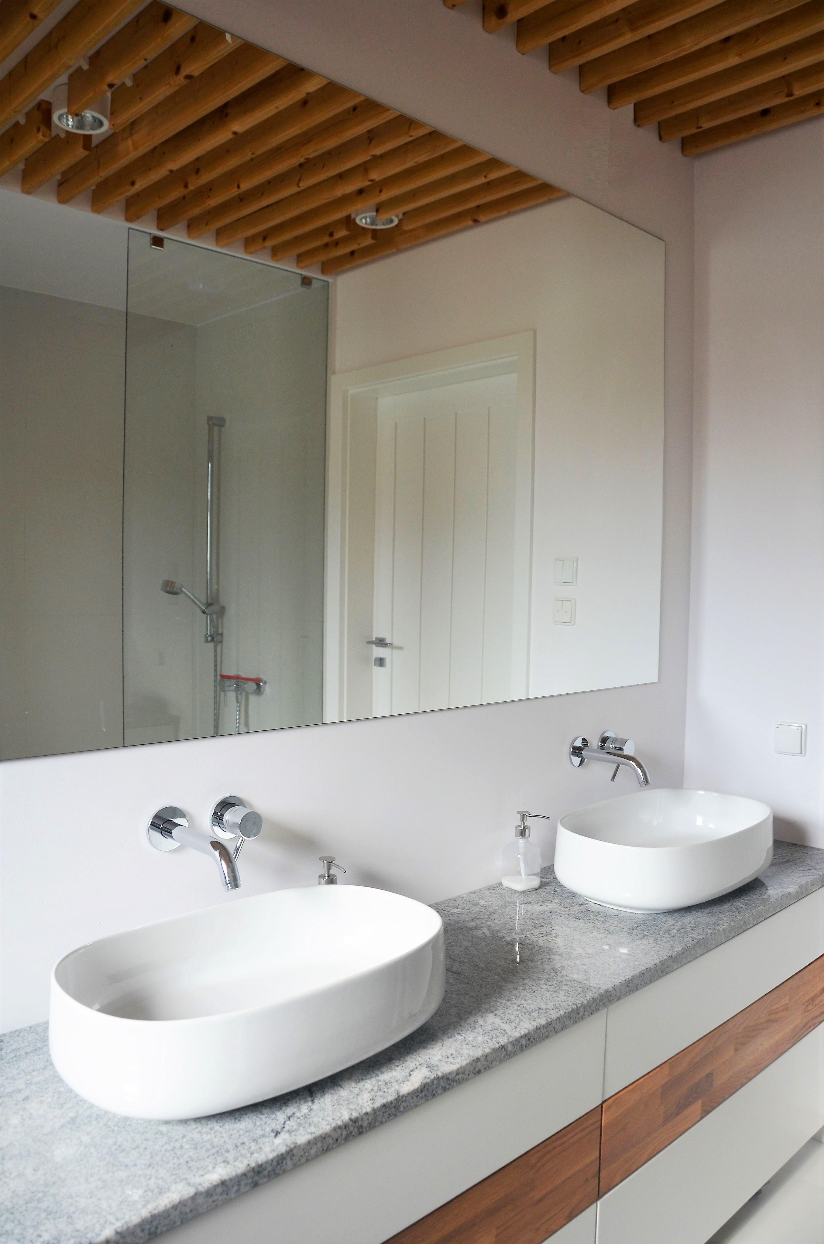 Projekt 2 mebli łazienkowych