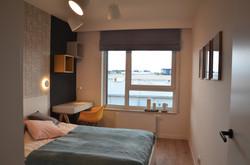 Zdjęcie sypialni z oświetleniem