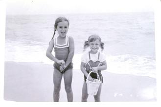 Amanda with her older sister, Laurinda, 1957