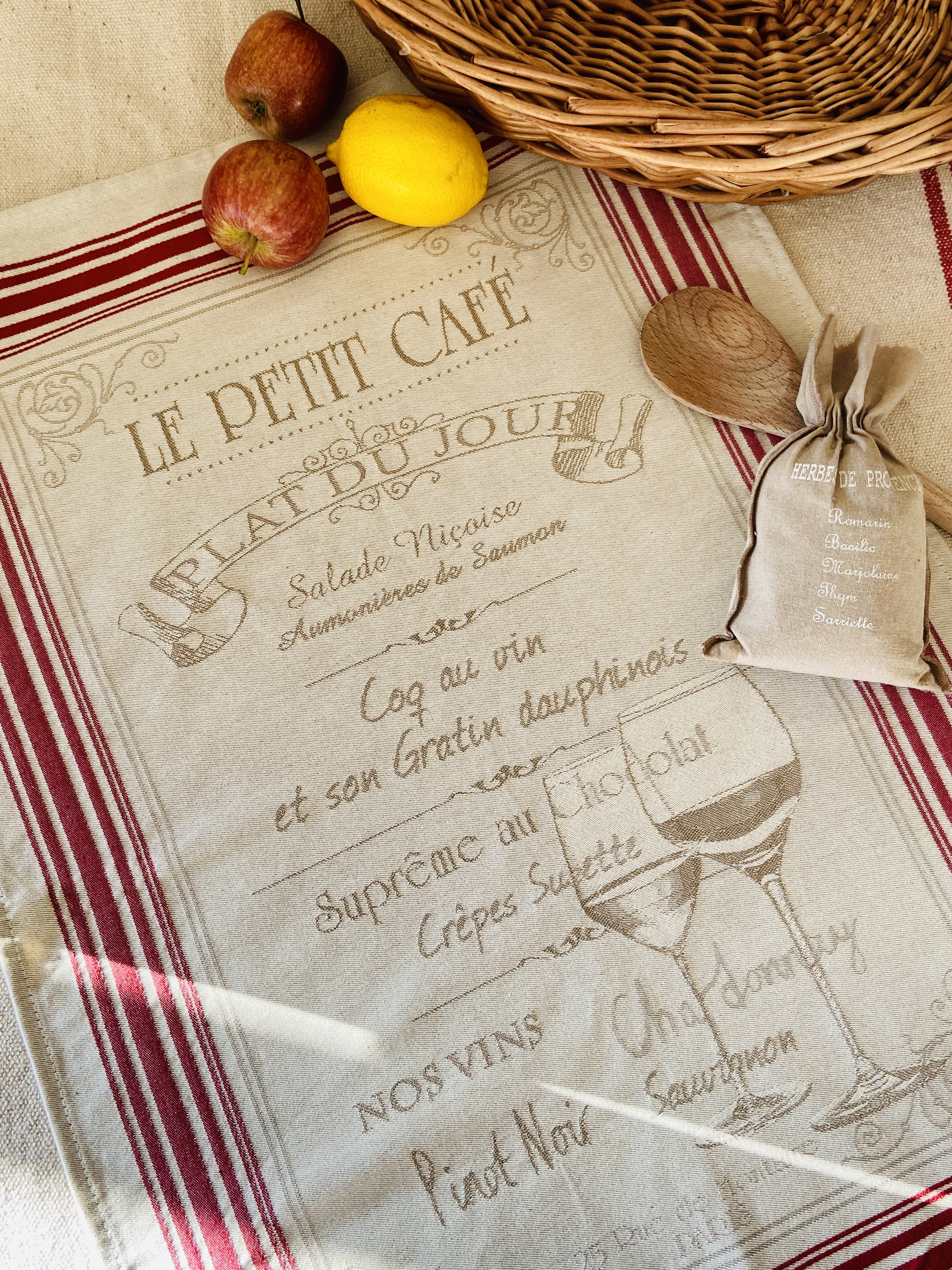 """ Petit cafe"""