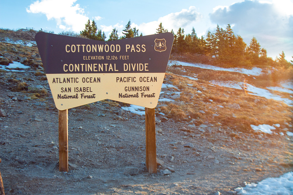 Sign marking the top of Cottonwood Pass.
