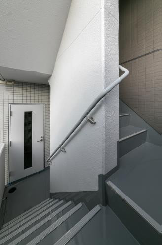 DHビル 屋外階段