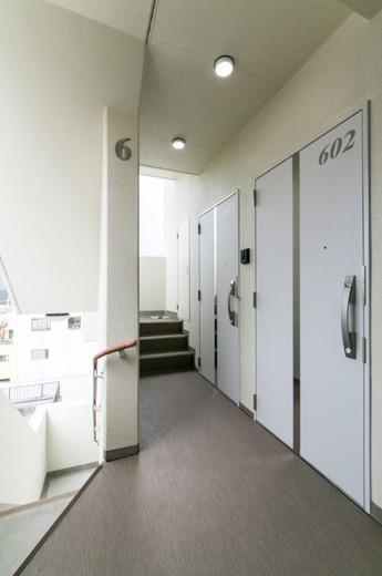 FTビル 共用廊下 階段