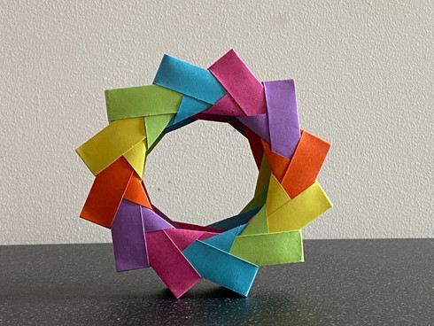 A 3D wreath using amended mette units