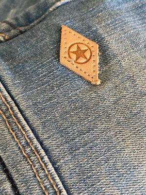 Details Jeans.jpg