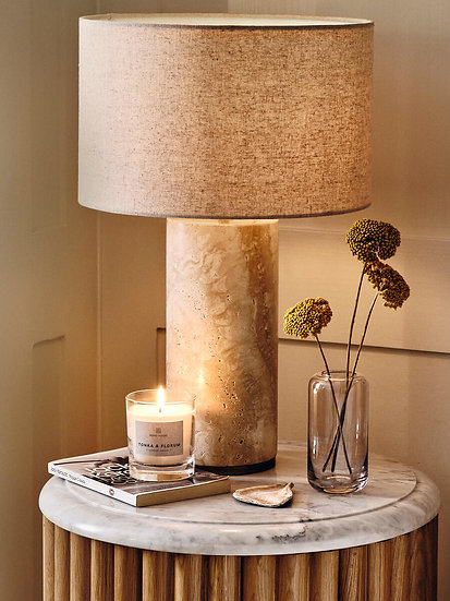 SOHO HOME Small Bassett Candle, Tonka & Florum