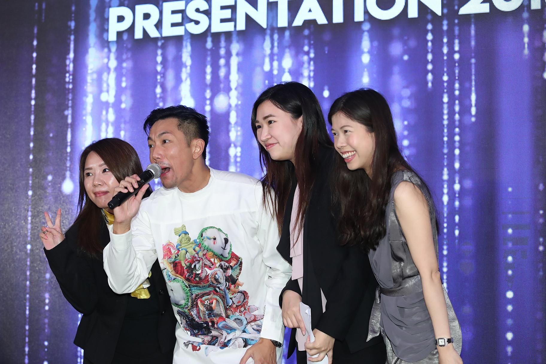 Hong Kong famous singer with 3 asian women fans