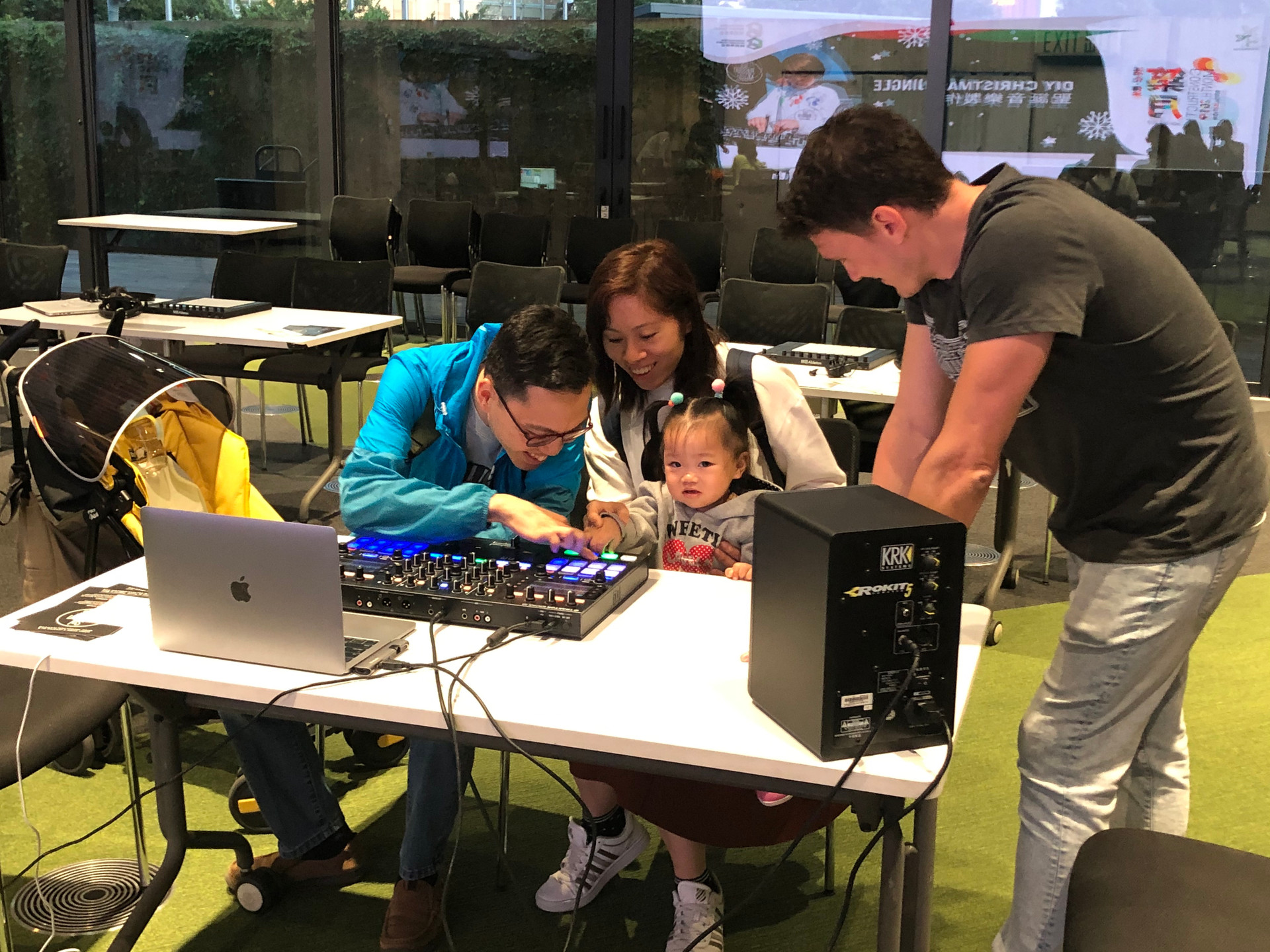 DJ workshop with asian family in Hong Kong