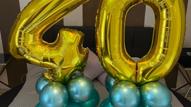 composizione di palloncini con numero