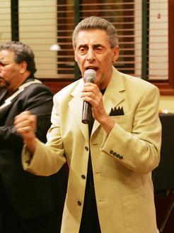 Bobby singing at Mother Kelleys's.JPG