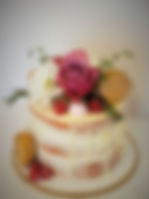 Semi naked cake with fresh roses 2020.jp