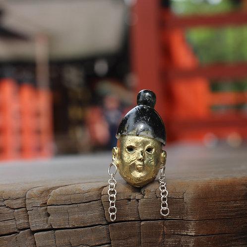 Shogun brooch