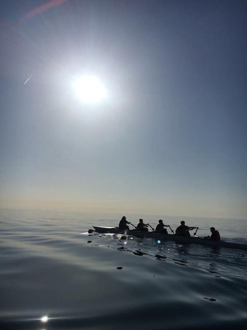 Aviron sur mer d'huile en Méditerranée