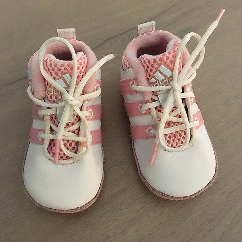 Petites chaussures adidas