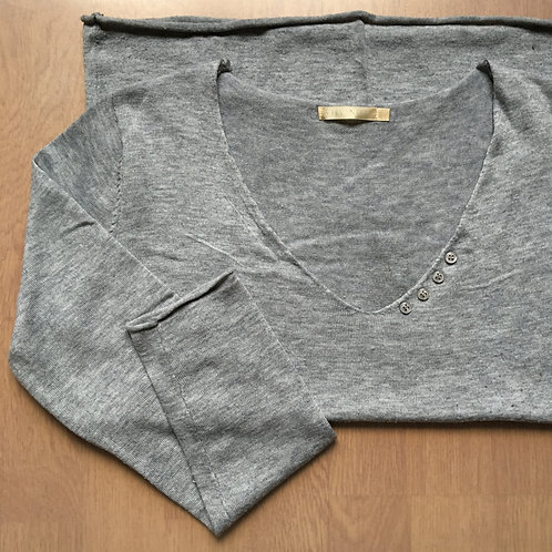 Pull fin gris à plumes