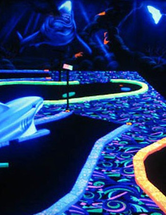 blacklight minigolf.jpg