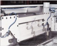 Independent side press rollersystem, automatic align the crosscutting at right angle.