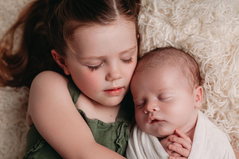 austin texas newborn and sister photos
