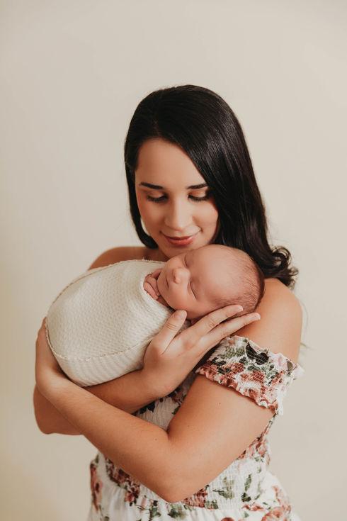 mom with baby newborn photographer round rock tx