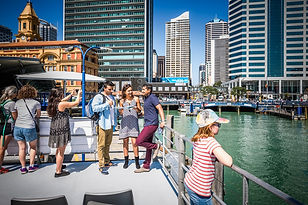 ferry_departs_downtown_Auckland_(Photo_c
