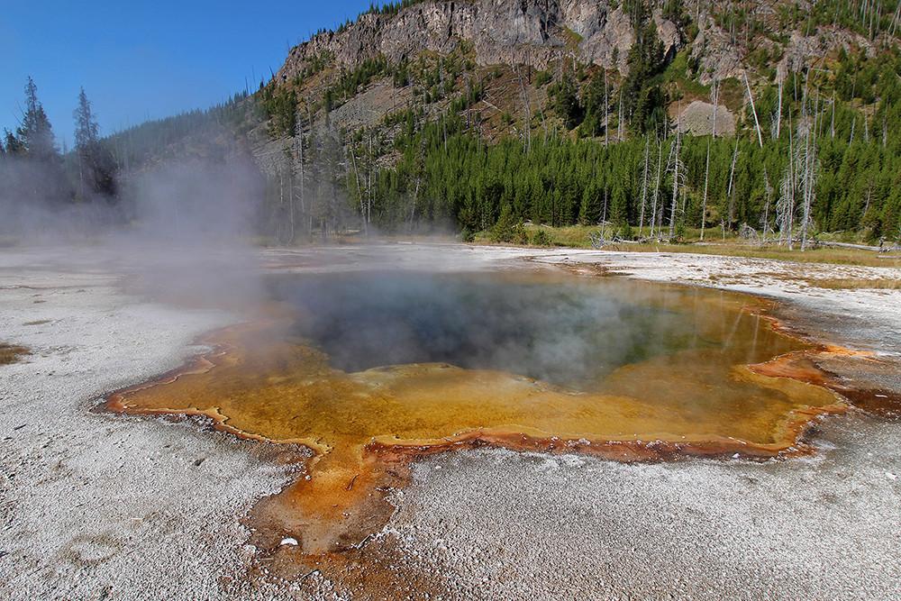 3.2_Yellowstone_Geysir.jpg