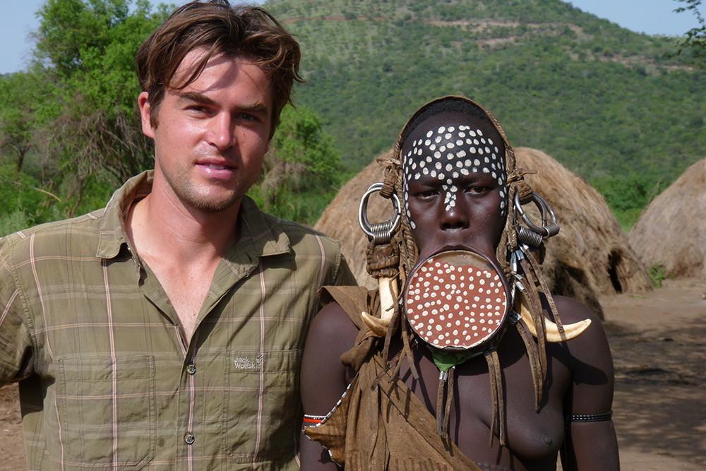 Chris mit Mursi Äthiopien