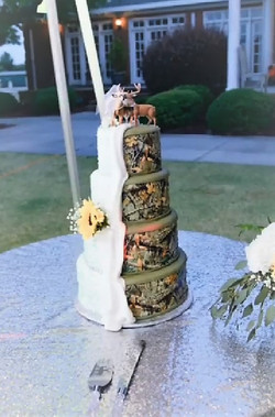 Hunting He&She Wedding Cake