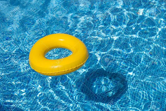 30451355-amarillo-flotador-de-la-piscina