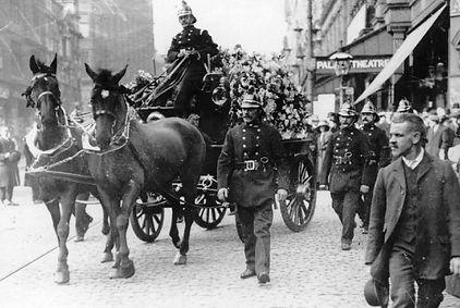 Fireman's Funeral, Manchester 1913.jpg