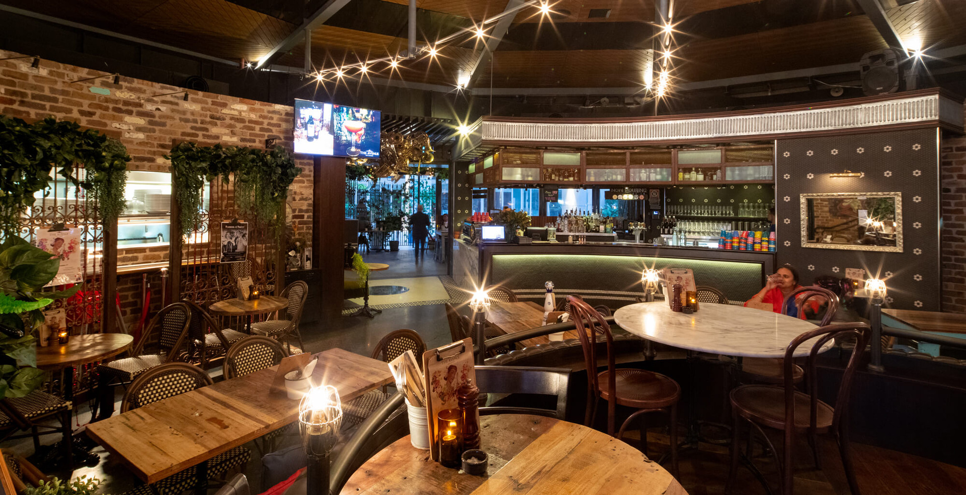 The Avenue Bar and Kitchen Restaurant Interior Design Concept