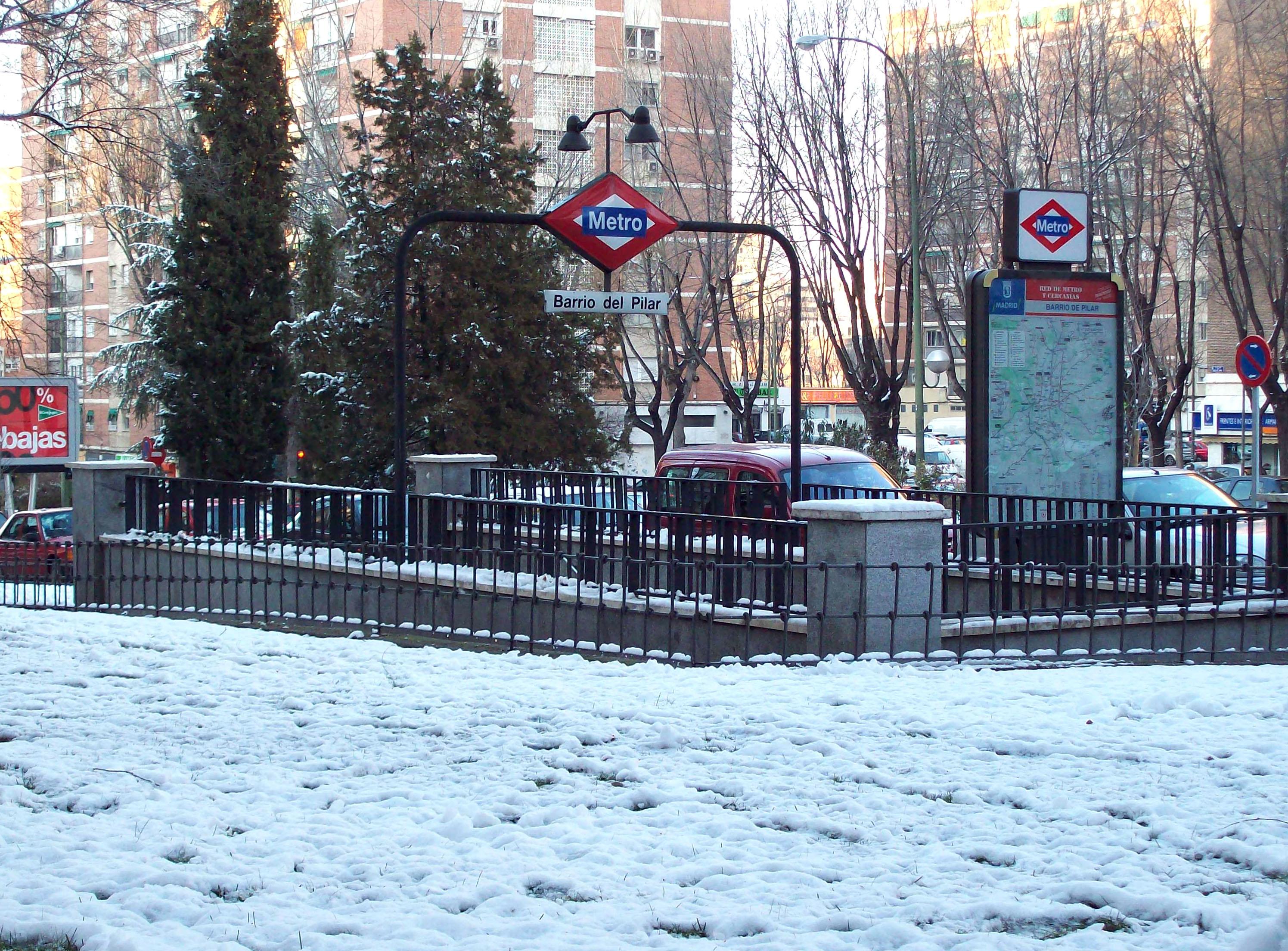 Metro_de_Madrid_-_Barrio_del_Pilar_01