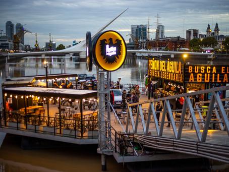 """Peñón del Águila aterriza sobre un """"bar flotante"""" en Puerto Madero y anuncia nuevas aperturas"""