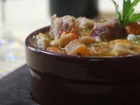 25 de mayo con Tomasso: combo de locro y empanadas a precio especial