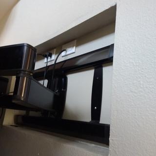 Fejarang job - Fireplace TV Recess - Finish mount in recess, close-up