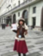 Мария Берестова ведёт экскурсию про модерн