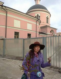 Мария Берестов ведёт экскурсию по храмам Замоскворечья