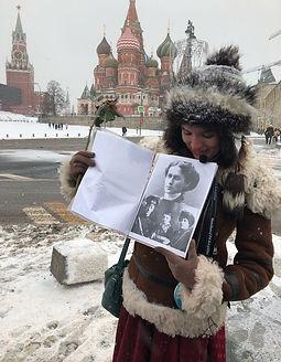 Мария Берестова ведёт экскурсии об Анне Ахматовой