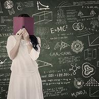 本の後ろ学生