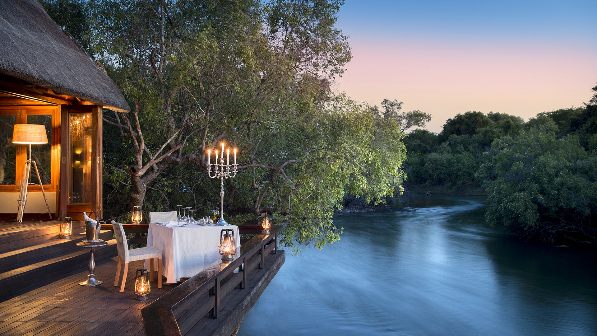 royal-chundu-zambezi-island-lodge-room-v
