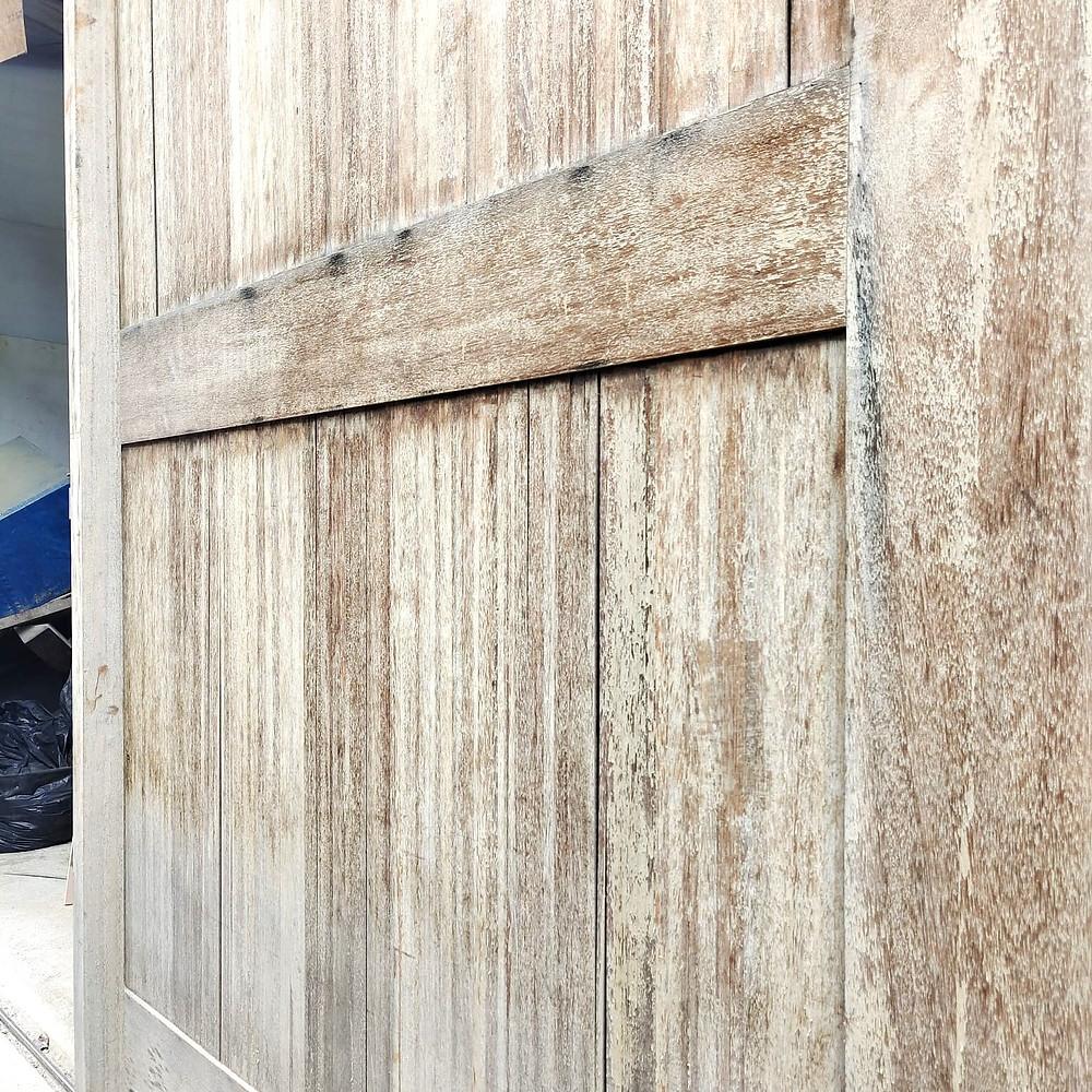 kayu kering kena sinar matahari, graying wood
