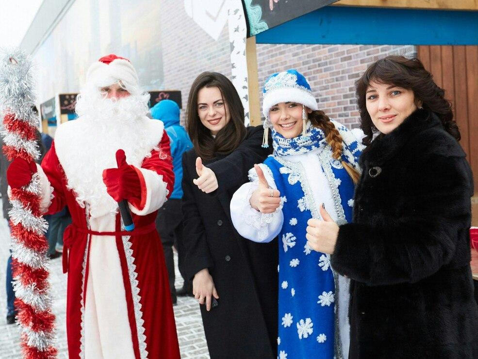Дед Мороз и Снегурочка-13