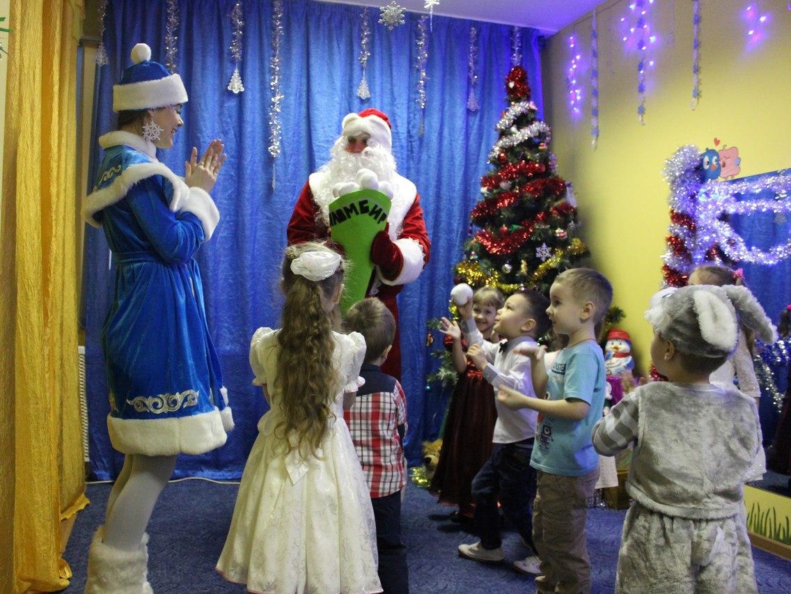 Дед Мороз и Снегурочка-19