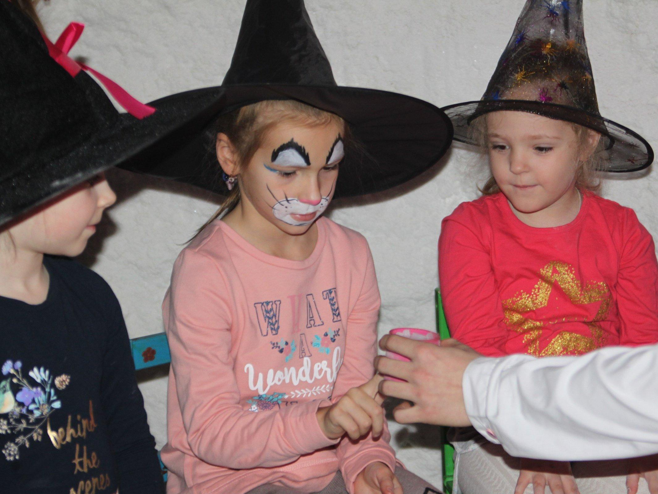 Ведьмочки Лоя и Сара-18