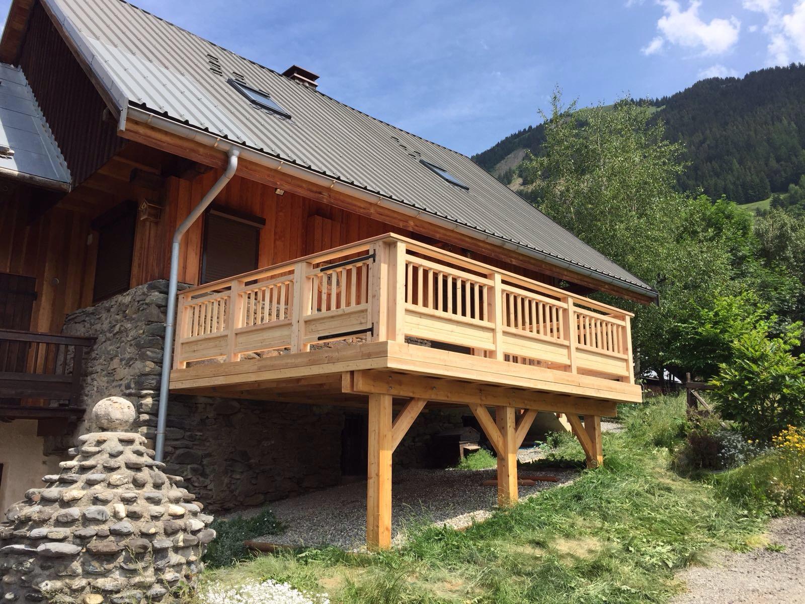 terrasse sur poteaux en mélèze