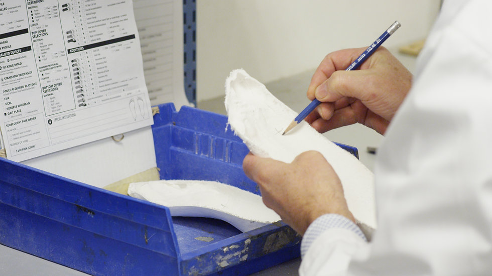 Custom Foot Orthotic Manufacturing, land marking 1st metatarsal bisection