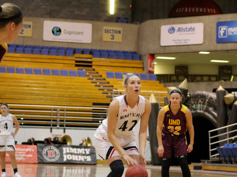 Beavers fall to Minnesota Duluth in conference home opener